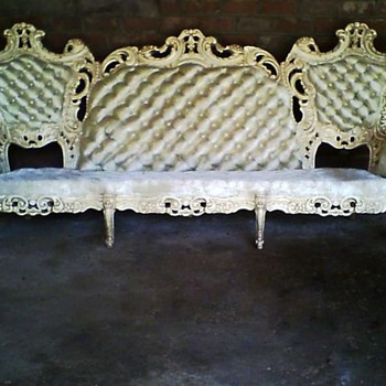 Please help me to figure out if this couch is a reproduction or real ? Either way , what era ? Thank you, mslesalee@hotmail.com