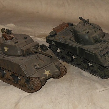 A Pair of M4 Sherman 1/35 Scale Tank Models  - Military and Wartime
