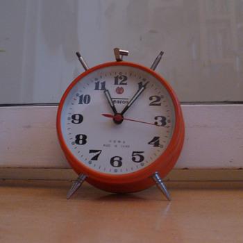 Vintage retro 1970's Shanghai Season alarm clock.