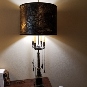 Elephants and sewing tools lamp