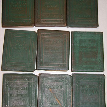 9 miniature leatherbound books from the Little Leather Library - Books