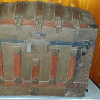 possibly a Saratoga trunk from around 1877