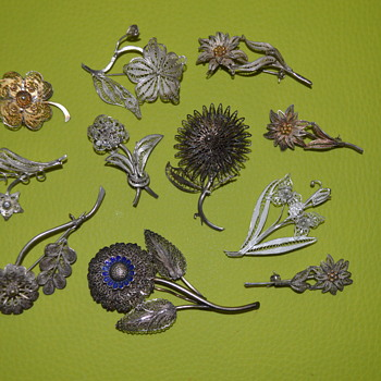 Vintage filigree flower brooches
