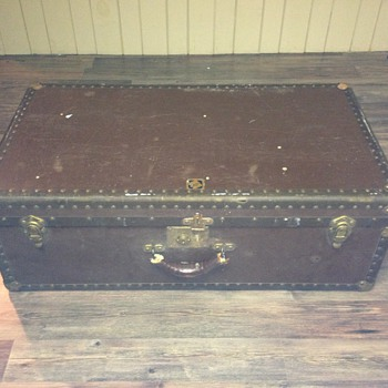 Old Canada trunk - Furniture