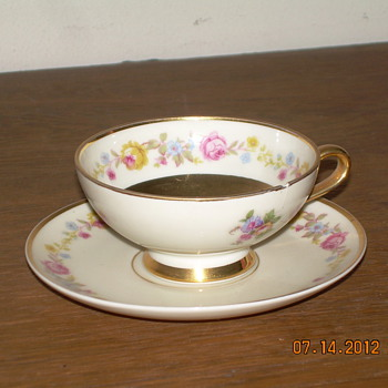 China I know nothing about. Help me if you can. - China and Dinnerware