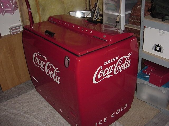 Coca cola cooler chest collectors weekly for 1 door retro coke cooler