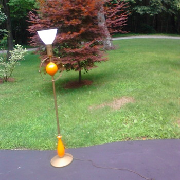$5 find. Spaceage?  Midcentury modern?  No marks to identify who made the lamp.