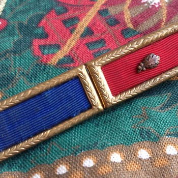 Vintage Unknown Military Ribbon Pin ???