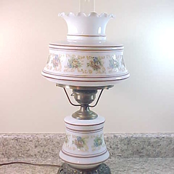 Quoizel Abigail Adams Milk Glass Table Lamp GWTW Style Electric 1973 - Lamps