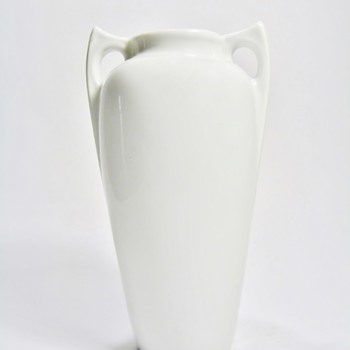 BAVARIA  PORCELAIN VASE / DATES 1900-1930