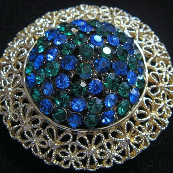 Large Karu Brooch, Round & Blue, 1954 Or Earlier - Costume Jewelry