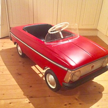 Moskvich pedal car USSR - Toys