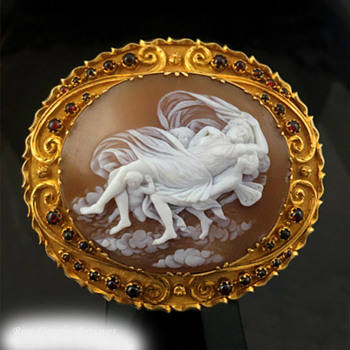 Fabulous cameo of women reclining - Victorian Era
