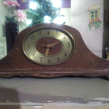 My mother gave me this clock I don't know how old it is I would like to know if anybody knows so I can get it fixed up