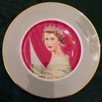 Sapphire Jubilee, Queen Elizabeth II - Part 1 - China and Dinnerware