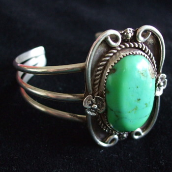 Unsigned Early NAVAJO Green Turquoise  CUFF BRACELET
