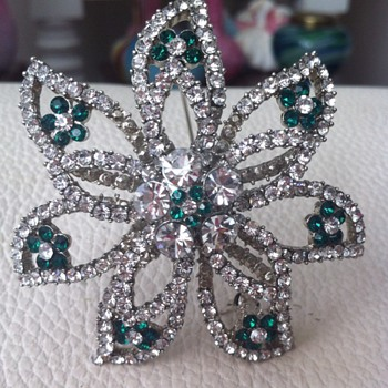 Star Brooch Costume Paste and Green glass - Missing - Costume Jewelry
