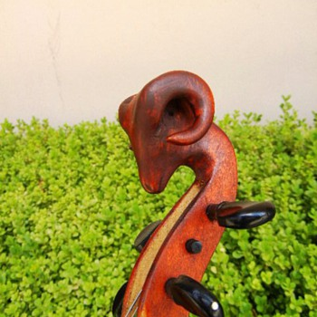 Rams Head Fiddle