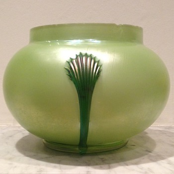 Kralik claw vase with interesting colour - Art Glass