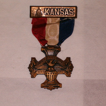 Kansas 1917 - 1918 World War Metal    - Military and Wartime