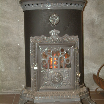 Petit Godin Cast Iron Wood Stove