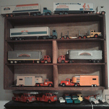 Winross Howard Johnson trucks and Aurora model kitls in 1/64 scale....