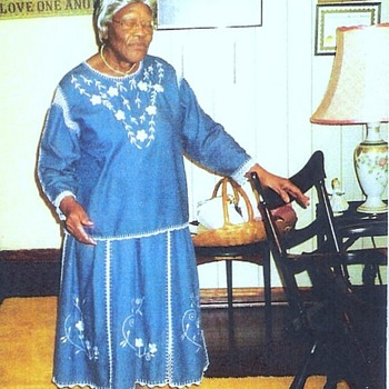 Queen of Strings in African American M-provisational Quilt making. - Rugs and Textiles