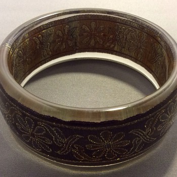 Unusual  bangle - Costume Jewelry