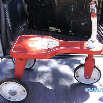 Just wanting to ask here if anyone knows who & when this little scooter may have been mfgr'd.?  - Model Cars