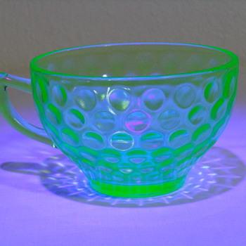 4 Uranium Tea Cups