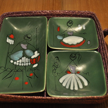 Mid Century 1950s Italian Hand Painted Appetizer Dishes in Raffia Basket