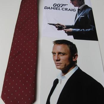 Daniel Craig  .  .  .  Burgundy Necktie