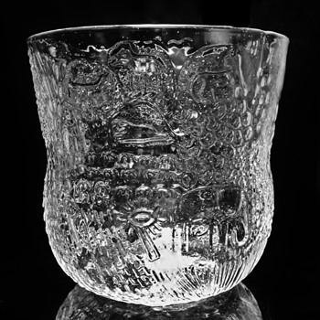 "OIVA TOIKKA - FINLAND  ""SMALLER BOWL "" - Art Glass"