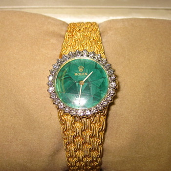 Vintage Ladies 18k Gold Rolex Malachite Face Diamond bezel