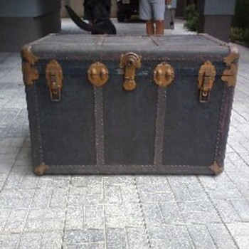 old trunks originating from Europe do not know other info,