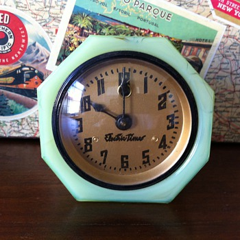 1030&#039;s Jadeite Slag Glass Cadillac Clock - Clocks