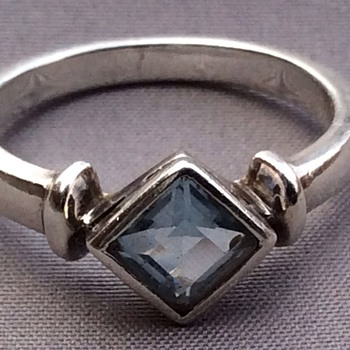Antique or vintage aquamarine  ring ?