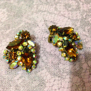 Weiss? Rhinestone clip earrings in amber colour  - Costume Jewelry