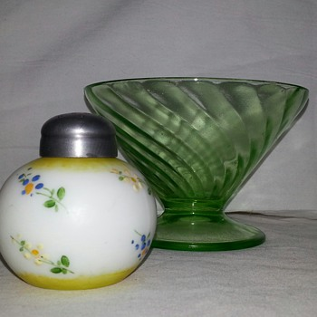 Cutiest LiL Shaker Ever... Antique Glass Mount Washington Little Apple Salt Shaker