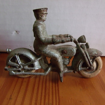 @jscott0363.... 1930's  Hubley Cast Motorcycle and Rider - Toys