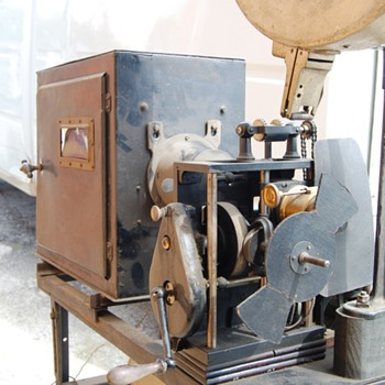 Movie Projector &quot;Fabrication Francaise Paris&quot;  - Cameras
