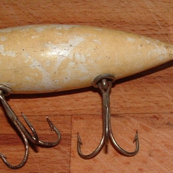 Vintage Wooden(Heddon, Pflueger, SouthBend)? lure picked at Estate Sale along with two other Heddon lures - Fishing