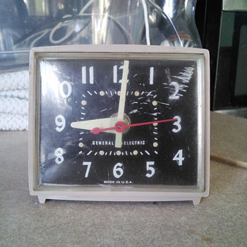 VINTAGE GE ALARM CLOCK Model # 7268 A