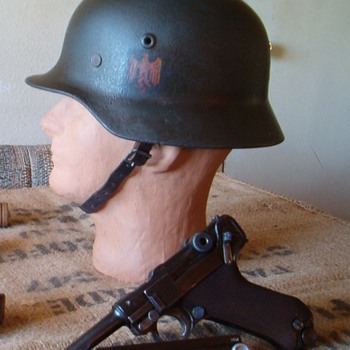 WWII German M40 Heer Stahlhelm & Luger - Military and Wartime