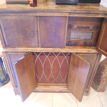 Antique RCA Victrola Magic Brain Radio Cabinet - Furniture
