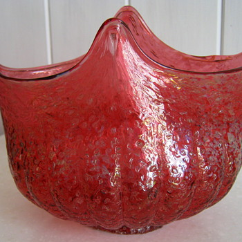 DUGAN CRANBERRY GLASS BOWL - Art Glass