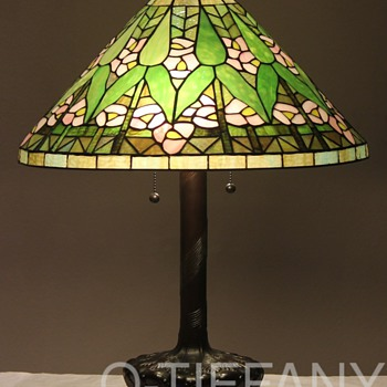 Tiffany Style Arrow Root Lamp