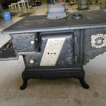 Grand Jewel Stove Ontario PLEASE HELP FIND INFO!