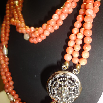 Vintage Angel Skin Coral Pearl triple necklace Vermeil/gold clasp