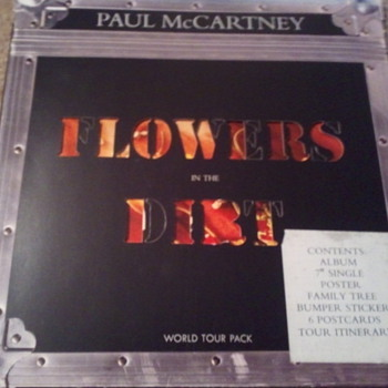 Paul McCartney Flowers in the dirt tour pack  - Music Memorabilia